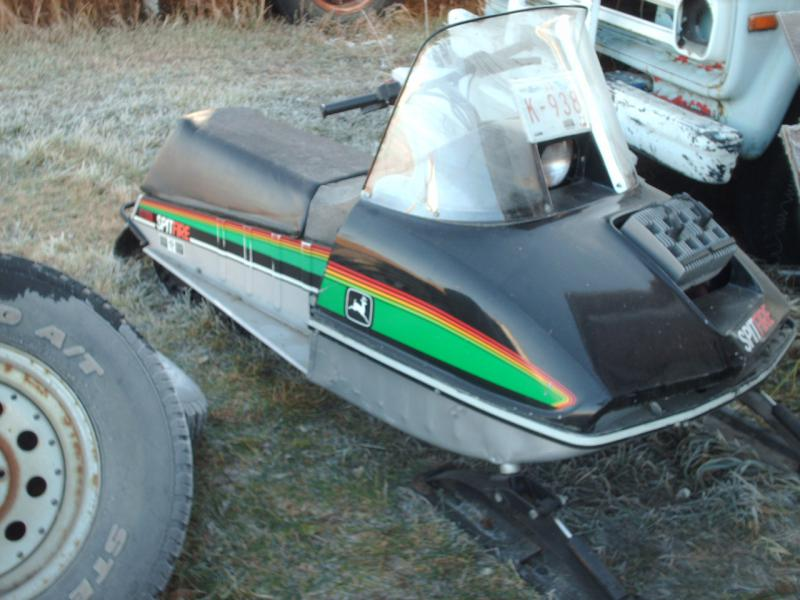 Click image for larger version Name: John Deere snowmobiles 004.jpg Views:  35288